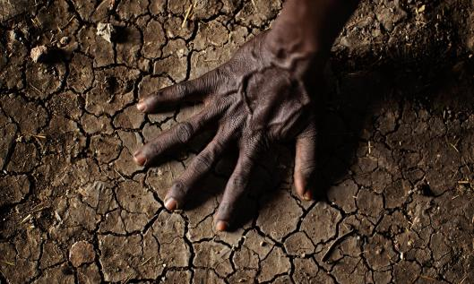 MDG : Parched soil in the Greater Upper Nile region of north-eastern South Sudan